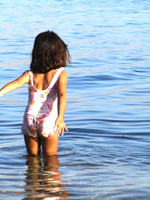 Girl in water - photo by Hadar Simon