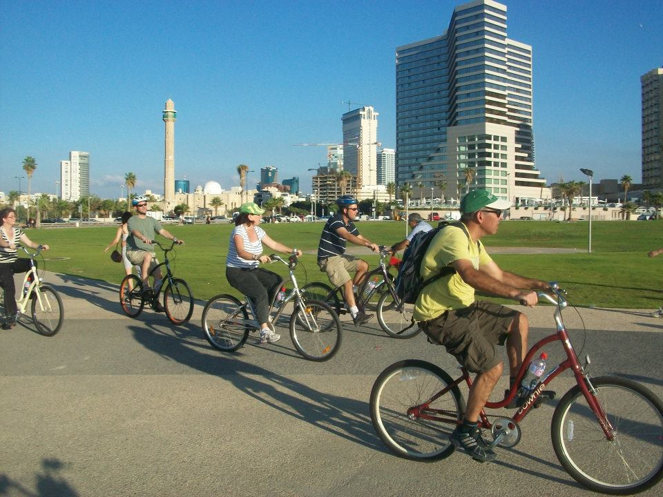 Cycling in Tel Aviv - Photo (C) Namal TLV